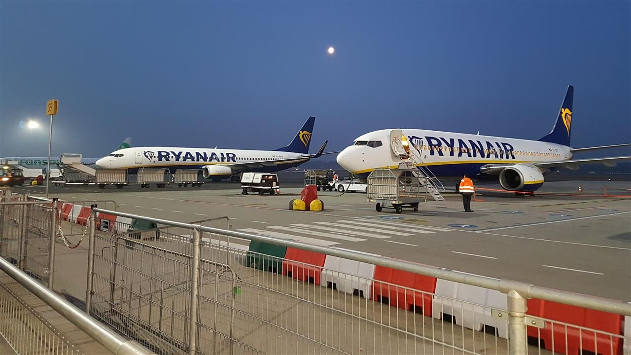 Ryanair cancels flights from Eindhoven ahead of cabin crew ...