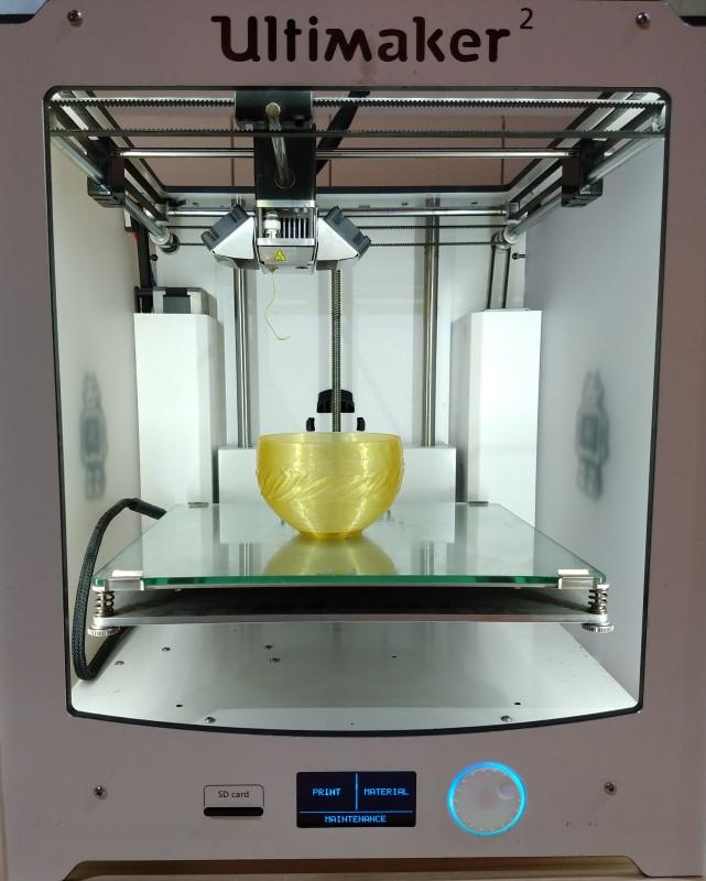 3D printing of a bowl using algae biopolymer from Algae Lab Luma exposed at the DDW18