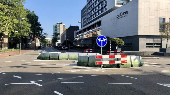 Redevelopment work in Vestdijk, Oude stadsgracht till Dommel closed, Inner city accessible.