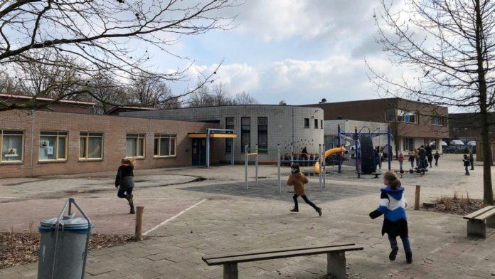 Primary school in early lockdown in gel drop