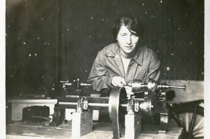 Dr Caroline Bleeker